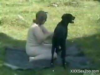 Black dog fucking a chubby-ass brunette mommy